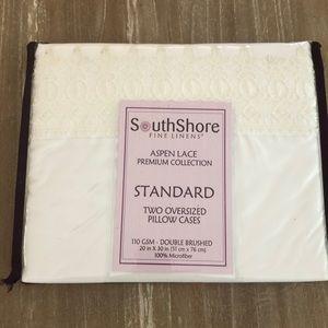 SouthShore  White Pillowcases